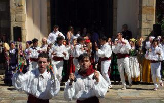Gente celebrando fiesta de San Roque